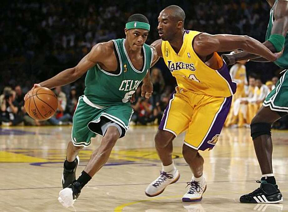Boston Celtics Rajon Rondo is guarded by Los Angeles Lakers Kobe Bryant during the first half of Game 4 of the NBA Finals basketball championship in Los Angeles June 12, 2008.     REUTERS/Jeff Haynes (UNITED STATES) Photo: Jeff Haynes, REUTERS