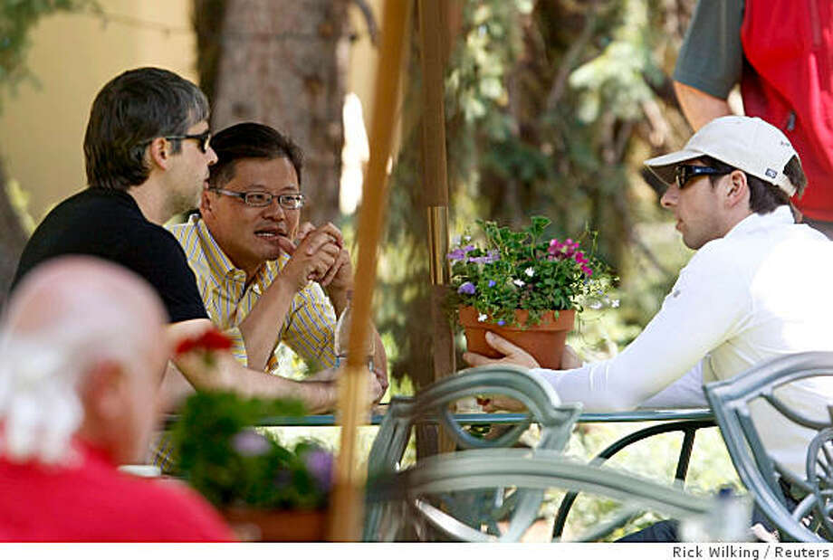 Yahoo! CEO Jerry Yang (C) talks to Google co-founders Larry Page (L) and Sergey Brin at the 26th annual Allen & Co conference in Sun Valley, Idaho July 10, 2008. REUTERS/Rick Wilking (UNITED STATES) Photo: Rick Wilking, Reuters