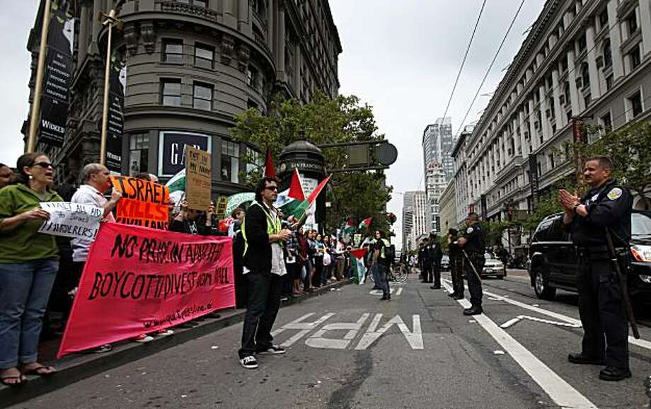 Demonstrators on Market Street are kept out of traffic by police during a rally in downtown San Francisco on Monday, May 31, 2010 against Israel after Israeli commandos rappelled down to an aid flotilla sailing to thwart a Gaza blockade, clashing with pro-Palestinian activists on the lead ship in a raid that left at least nine passengers dead. (AP Photo/San Francisco Chronicle, Brant Ward)  MANDATORY CREDIT: SAN FRANCISCO CHRONICLE, BRANT WARD; MAGS OUT; NO SALES Photo: Brant Ward, The Chronicle