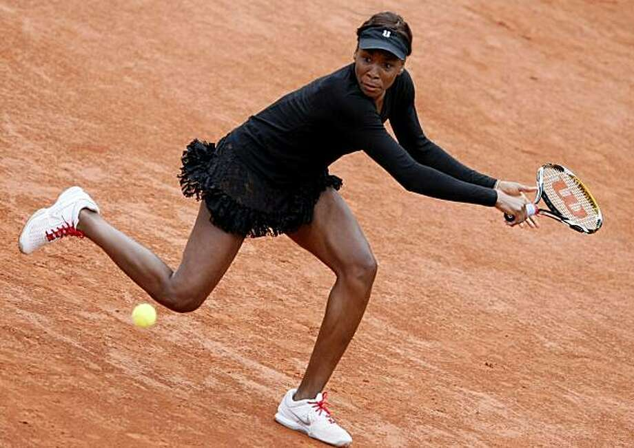 USA's Venus Williams returns the ball to Russia's Nadia Petrova during their fourth round match for the French Open tennis tournament at the Roland Garros stadium in Paris, Sunday, May 30, 2010. Photo: Michel Spingler, AP