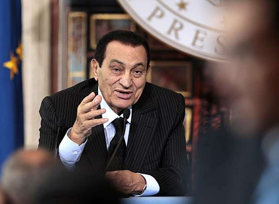 Egyptian President Hosni Mubarak meets reporters during a news conference at Villa Madama, in Rome, Wednesday, May 19, 2010. Photo: Alessandra Tarantino, AP
