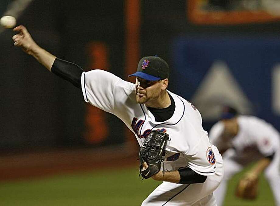 New York Mets starting pitcher Mike Pelfrey delivers in the second inning against the Philadelphia Phillies in a baseball game in New York, Thursday, May 27, 2010. Photo: Kathy Willens, AP