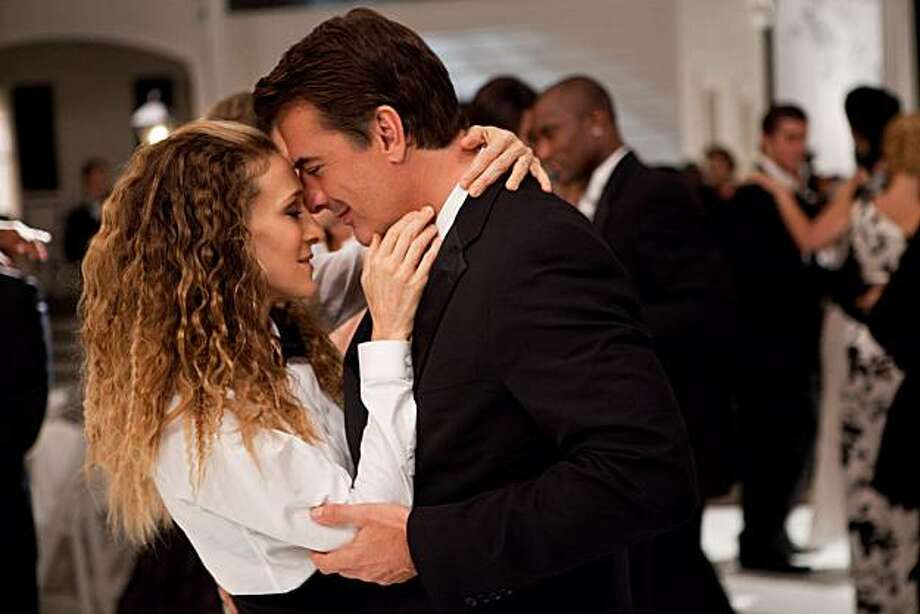 (L-r) SARAH JESSICA PARKER as Carrie Bradshaw and CHRIS NOTH as Mr. Big in New Line CinemaÕs comedy ÒSEX AND THE CITY 2,Ó a Warner Bros. Pictures release. Photo: Craig Blankenhorn, New Line Productions, Inc.