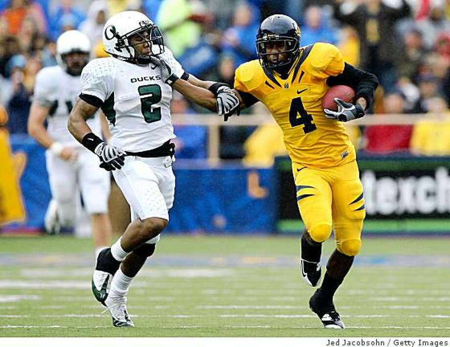 BERKELEY, CA - NOVEMBER 01:  Jahvid Best #4 of the California Golden Bears runs with the ball against T.J. Ward #2 of the Oregon Ducks during an NCAA football game on November 1, 2008 at Memorial Stadium in Berkeley, California.  (Photo by Jed Jacobsohn/Getty Images) Photo: Jed Jacobsohn, Getty Images