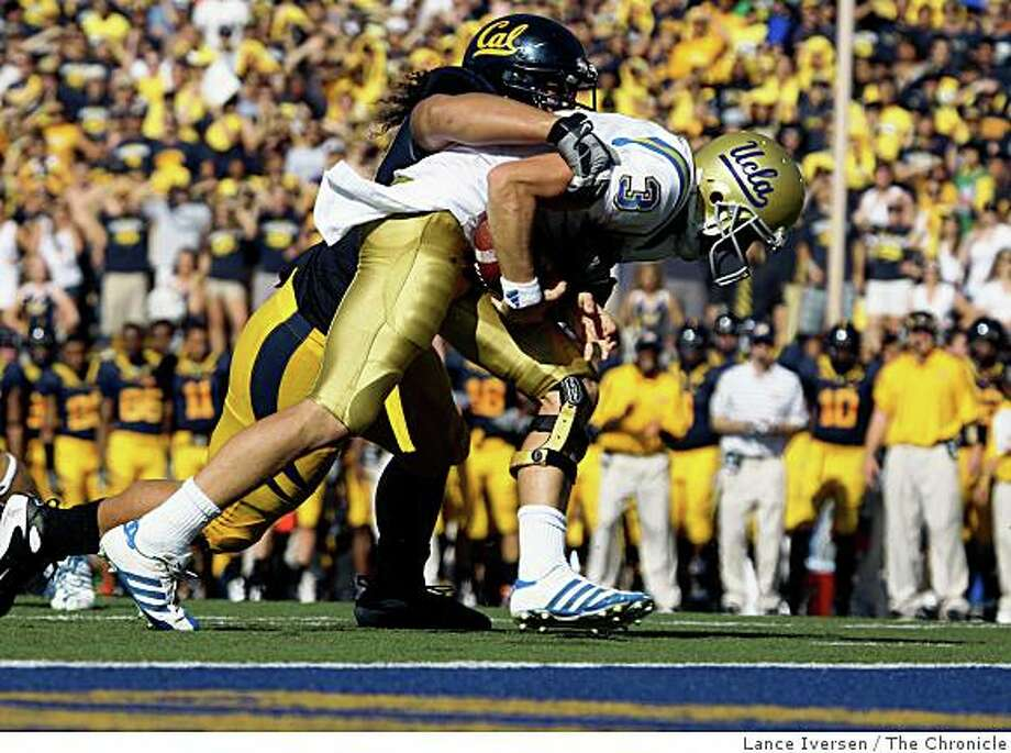 Cal defensive end Tyson Alualu sacks UCLA quarterback Kevin Craft inside the one yard line in the third quarter.The Bears defeated UCLA 41-20 in Berkeley, Calif., on Saturday, October 25, 2008. Photo: Lance Iversen, The Chronicle