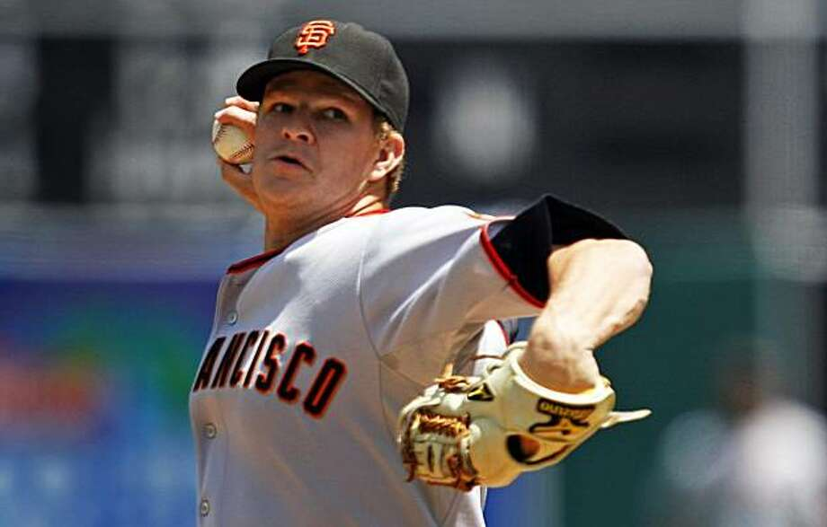 Giants pitcher Matt Cain works against the Oakland Athletics on Saturday. Photo: Lance Iversen, The Chronicle