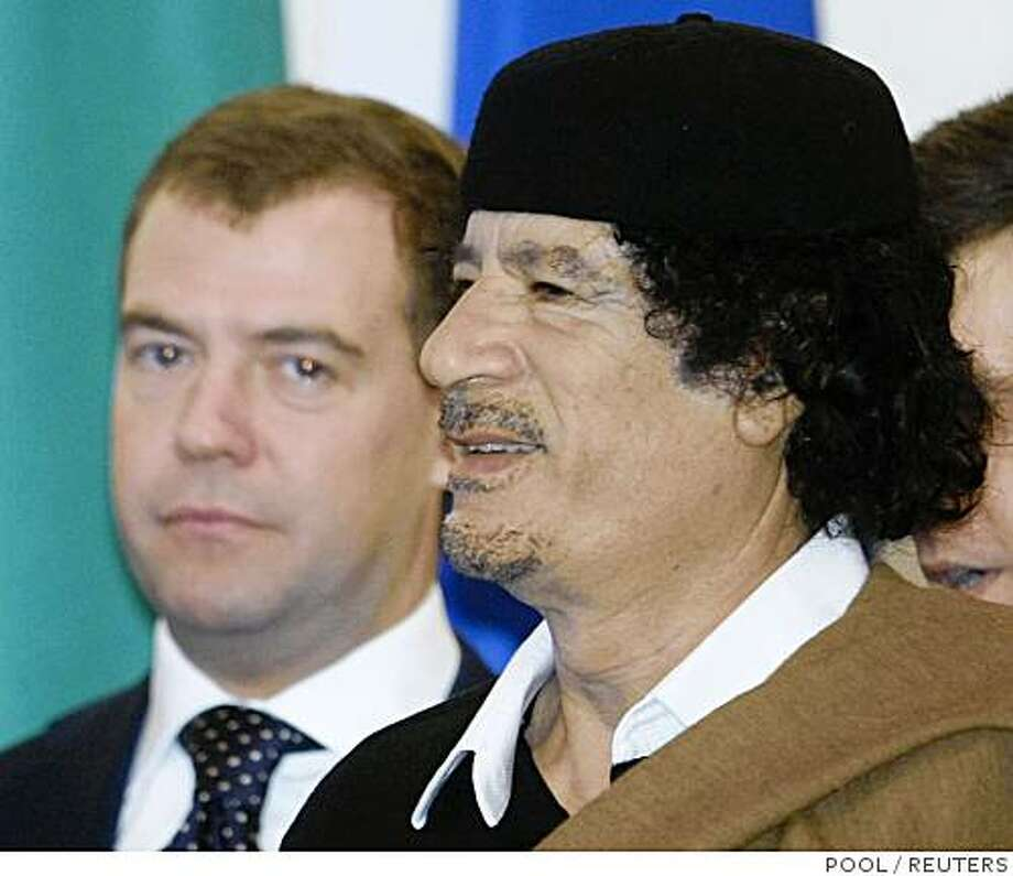 Russia's President Dmitry Medvedev (L) meets Libyan leader Muammar Gaddafi in Moscow November 1, 2008. Gaddafi is expected to speak with Medvedev and Prime Minister Vladimir Putin about arms sales and access for Russian energy companies to projects in the North African state.   REUTERS/Sergei Chirikov/Pool  (RUSSIA) Photo: POOL, REUTERS