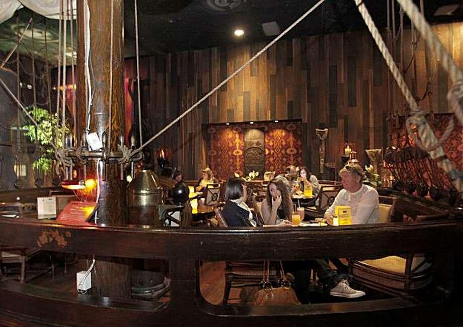 Is Tonga Room Tiki Bar In S F Worth Saving Sfgate