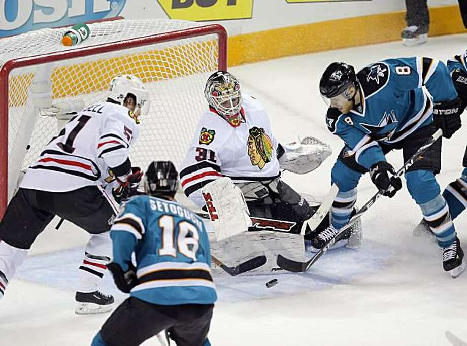 Joe Pavelski tries to get control of the puck in the crease but is unable to capitalize on the opportunity in the first period of Game 1 of the Western Conference finals in San Jose on Sunday. Photo: Carlos Avila Gonzalez, The Chronicle