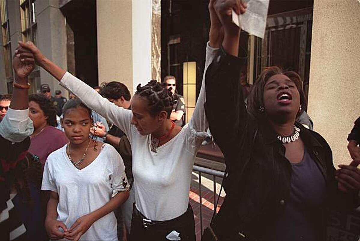 """Sisterhood march in support of """"Million Man March"""" in Washington. Malika Saada Saar, center and Shana Pitts, right, rally outside Senator Feinstein's office on Market St. to protest her support, and that of Senator Boxer, of a bill to overhaul welfare. Chronicle Photo: Michael Macor, Oct. 16, 1995"""