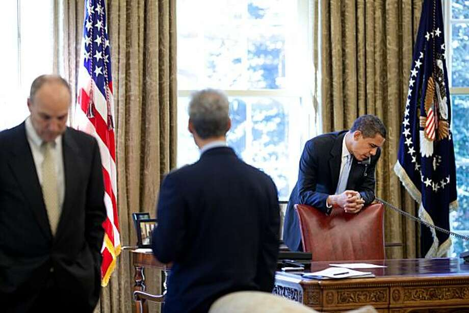 President Barack Obama makes phone calls from the Oval Office with Chief of Staff Rahm Emanuel and Assistant to the President for Legislative Affairs Phil Schiliro present 4/24/09.  Official White House Photo by Pete Souza Photo: Pete Souza, The White House