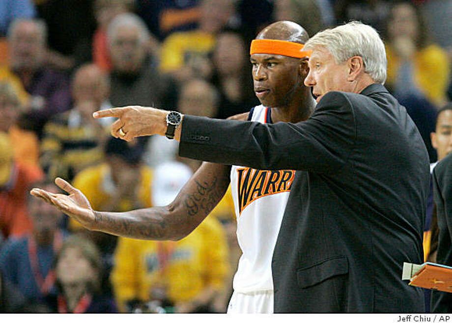 Golden State Warriors head coach Don Nelson, right, talks with Al Harrington in the first quarter of an NBA basketball game against the New Orleans Hornets on Wednesday, Oct. 29, 2008, in Oakland, Calif. (AP Photo/Jeff Chiu) Photo: Jeff Chiu, AP