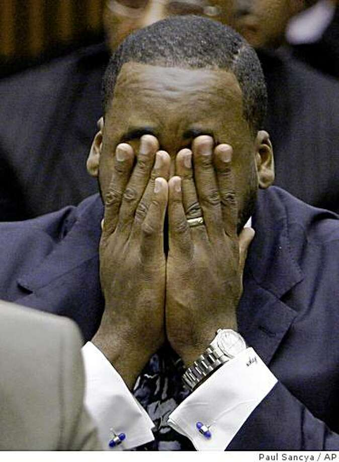 ** RETRANSMISSION FOR ALTERNATE CROP ** Former Detroit Mayor Kwame Kilpatrick reacts during his sentencing hearing in Detroit, Tuesday, Oct. 28, 2008. Kilpatrick was sent to jail for 120 days Tuesday, the finale to a sex scandal that destroyed his reign at City Hall and threw local government into disarray for months.  (AP Photo/Paul Sancya) Photo: Paul Sancya, AP