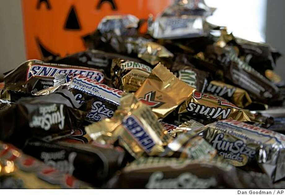 """** FILE ** In this Sept. 30, 2007 file photo, """"Fun Size"""" and """"Mini"""" candies are seen in New York.  With a big pullback evident in consumer spending, candy makers were spooked about this year's Halloween season. But analysts say there's nothing to worry about. This year's Halloween will be bigger than ever as people seek a break from the turbulent economy and long campaign season. (AP Photo/Dan Goodman, file) Photo: Dan Goodman, AP"""