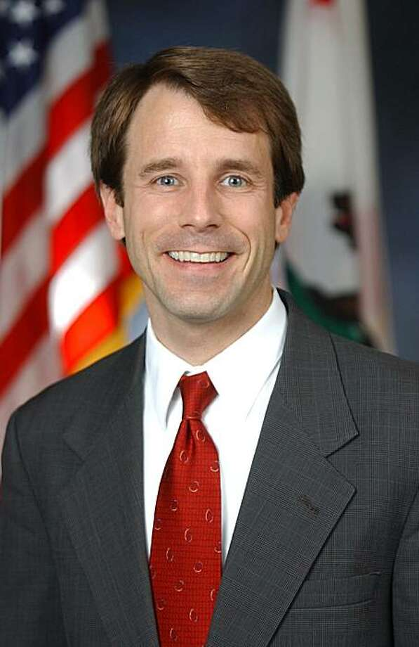 In this undated photo provided by the Jones Campaign, Assemblyman Dave Jones, D-Sacramento, who is seeking the Democratic nomination for Insurance Commissioner in the June primary. Jones is challenged by Assemblyman Hector De La Torre, D-South Gate.  (AP Photo/0501656964) NO SALES Photo: Courtesy Photo, AP