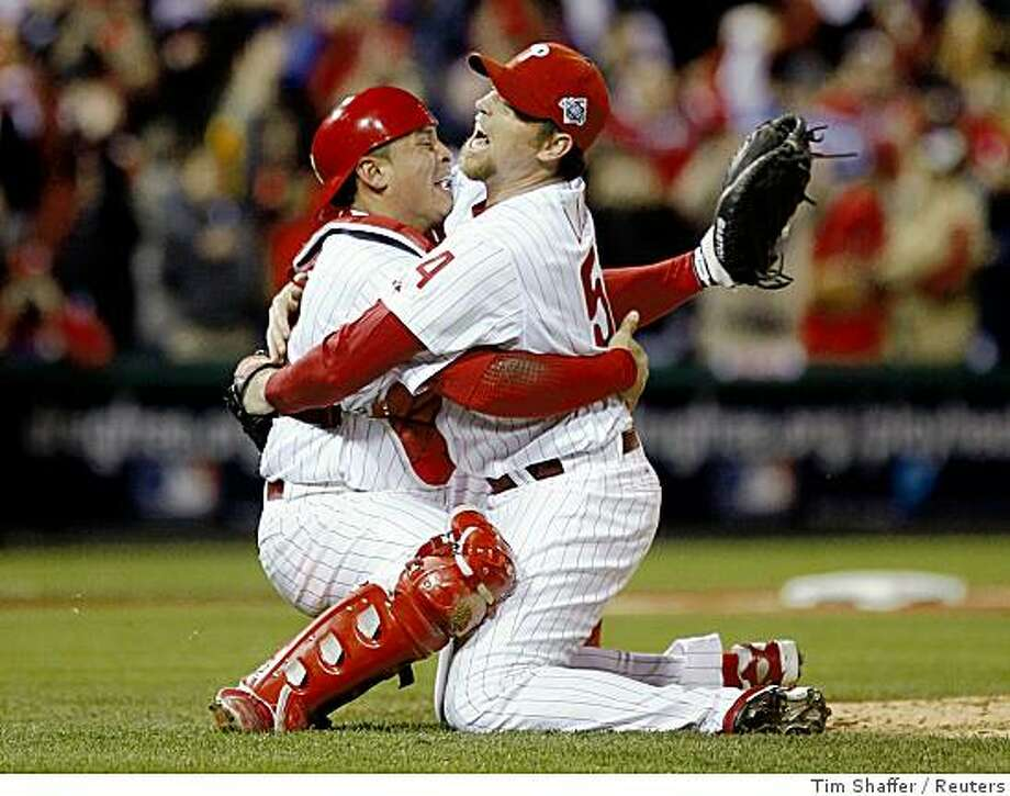 Philadelphia Phillies pitcher Brad Lidge celebrates with catcher Carlos Ruiz (L) after defeating the Tampa Bay Rays to win Game 5 and Major League Baseball's World Series in Philadelphia, October 29, 2008.     REUTERS/Tim Shaffer (UNITED STATES) Photo: Tim Shaffer, Reuters