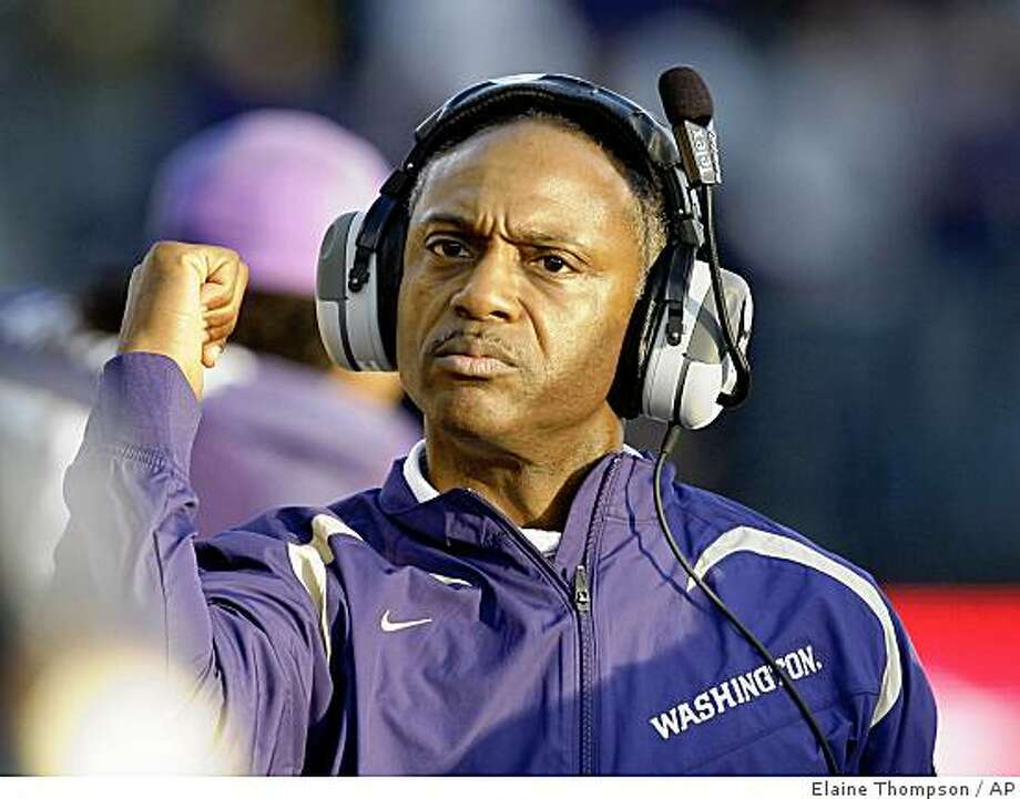 Washington coach Tyrone Willingham motions to his team just before the game against Notre Dame in Saturday, Oct. 25, 2008, in an NCAA college football game in Seattle. (AP Photo/Elaine Thompson) Photo: Elaine Thompson, AP
