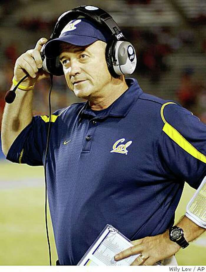 California head coach Jeff Tedford looks disappointed at the outcome against Arizona in the second half at Arizona Stadium in Tucson, Ariz., Saturday, Oct. 18, 2008. Arizona won 42-27. Photo: Wily Low, AP