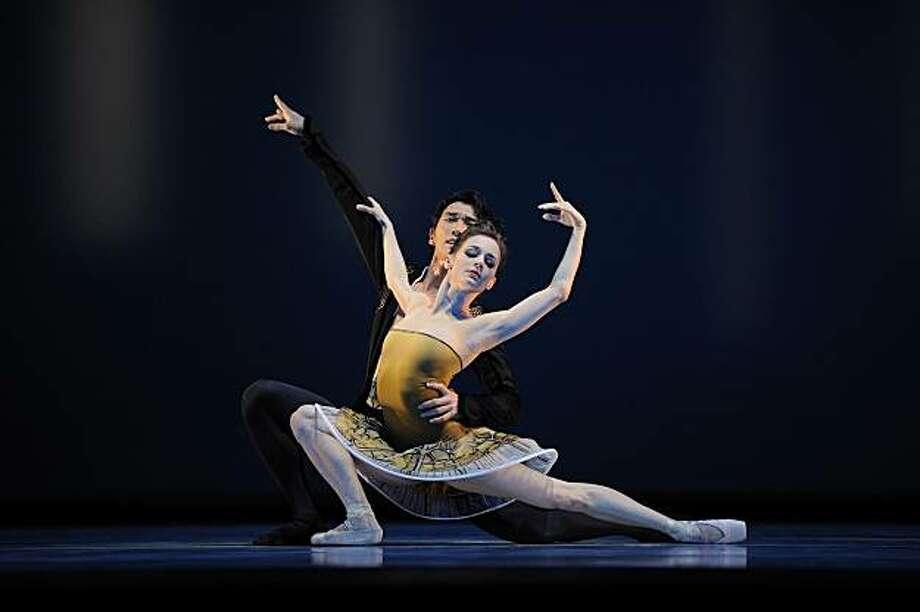 Maria Kochetkova and Hansuke Yamamoto in Possokhov's Classical Symphony. Program 7 Photo: © Erik Tomasson, San Francisco Ballet