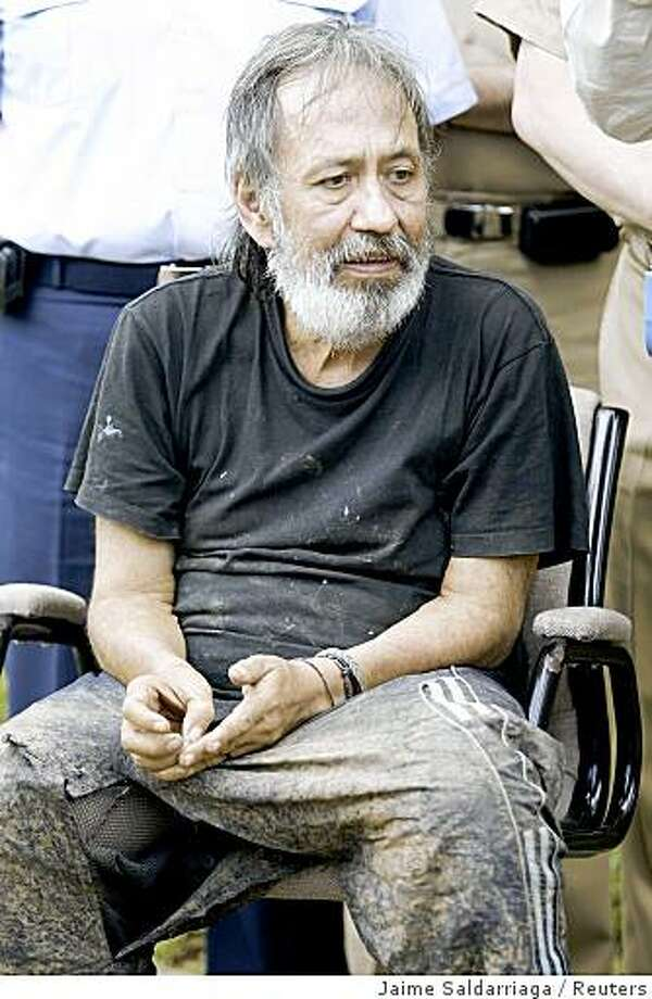 Freed former Colombian lawmaker Oscar Lizcano is seen during a news conference at the military base in Cali October 26, 2008. Colombian soldiers have rescued Lizcano who was kidnapped more than eight years ago by FARC guerrillas in another blow to Latin America's oldest rebel insurgency, authorities said on Sunday. Lizcano, snatched in 2000 and reportedly in very poor health, was the FARC's longest-held politician.   REUTERS/Jaime Saldarriaga  (COLOMBIA) Photo: Jaime Saldarriaga, Reuters