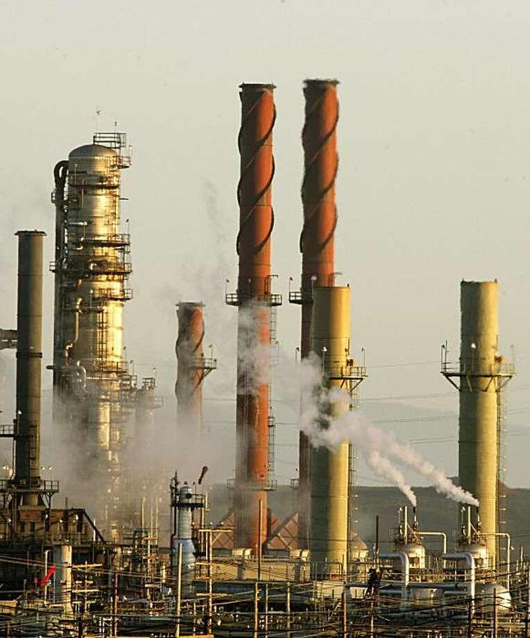 The Chevron refinery in Richmond, Calif., on Thursday, September 17, 2009, in Richmond, Calif. . Photo: Liz Hafalia, The Chronicle