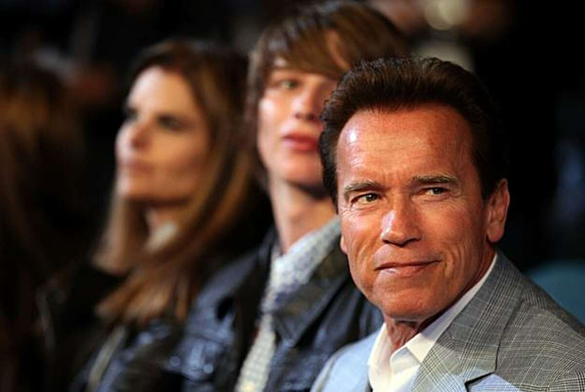 LAS VEGAS - MAY 01: (R) California Governor Arnold Schwarzenegger and wife Maria Shriver attend the Floyd Mayweather Jr. and Shane Mosley welterweight fight at the MGM Grand Garden Arena on May 1, 2010 in Las Vegas, Nevada.