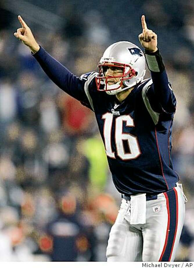 New England Patriots quarterback Matt Cassel celebrates a touchdown in the fourth quarter against the Denver Broncos, Monday, Oct. 20, 2008, in Foxborough, Mass. The Patriots won 41-7. Photo: Michael Dwyer, AP