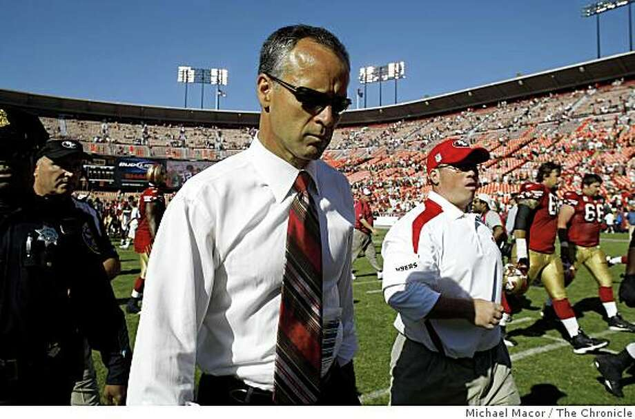 49ers head coach Mike Nolan leaves the field following a San Francisco 49ers loss against the Arizona Cardinals, 23-10 at Candlestick Park in San Francisco, Calif., on Sept. 7,2008. Photo: Michael Macor, The Chronicle