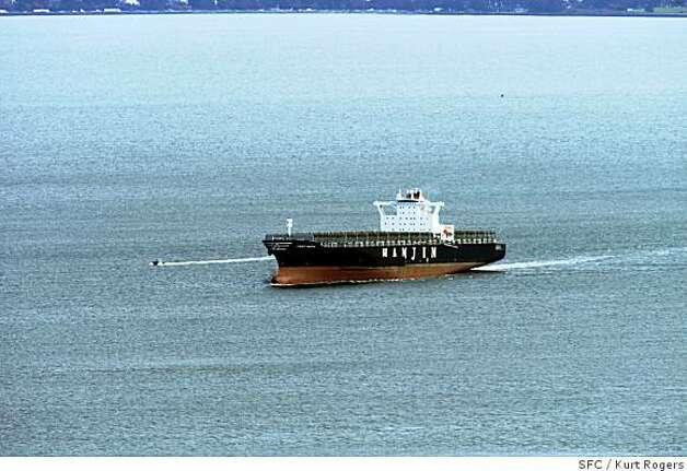 The Cosco Busan sails out of San Francisco Bay today after it hit the Bay Bridge on Nov 7th spilling 58,000 gallons of bunker oil into the bay.SPILL_SHIP_0049_KR.jpgKurt Rogers / The ChroniclePhoto taken on 12/20/07, in San Francisco, CA, USA Photo: Kurt Rogers, SFC