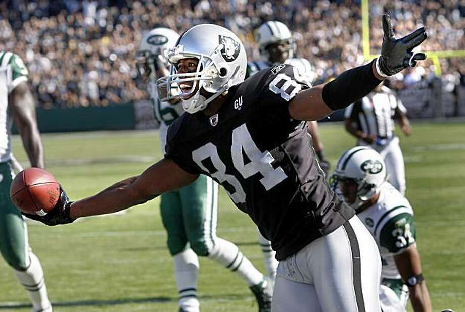 Javon Walker celebrated his third quarter touchdown. Oakland Raiders actions against New York Jets at the Oakland Coliseum Sunday October 19, 2008. The Raiders won in overtime 16-13. Photo: Brant Ward, The Chronicle