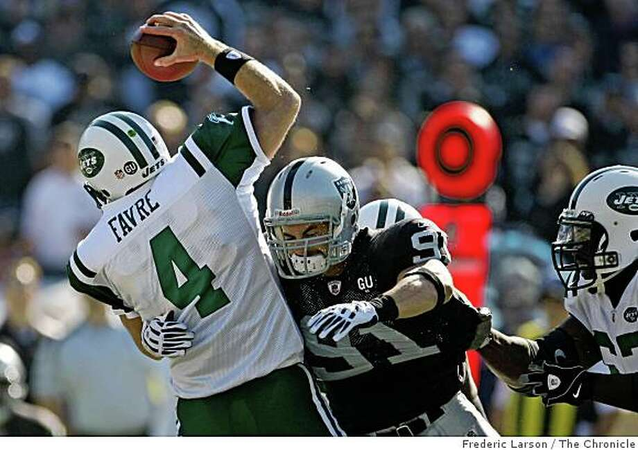 Oakland Raider defensive end Scott Trevor (91) get to Brett Favre for a sack in the 3rd quarter against the New York Jets on October 19, 2008 at the Oakland-Alameda County Coliseum. Photo: Frederic Larson, The Chronicle