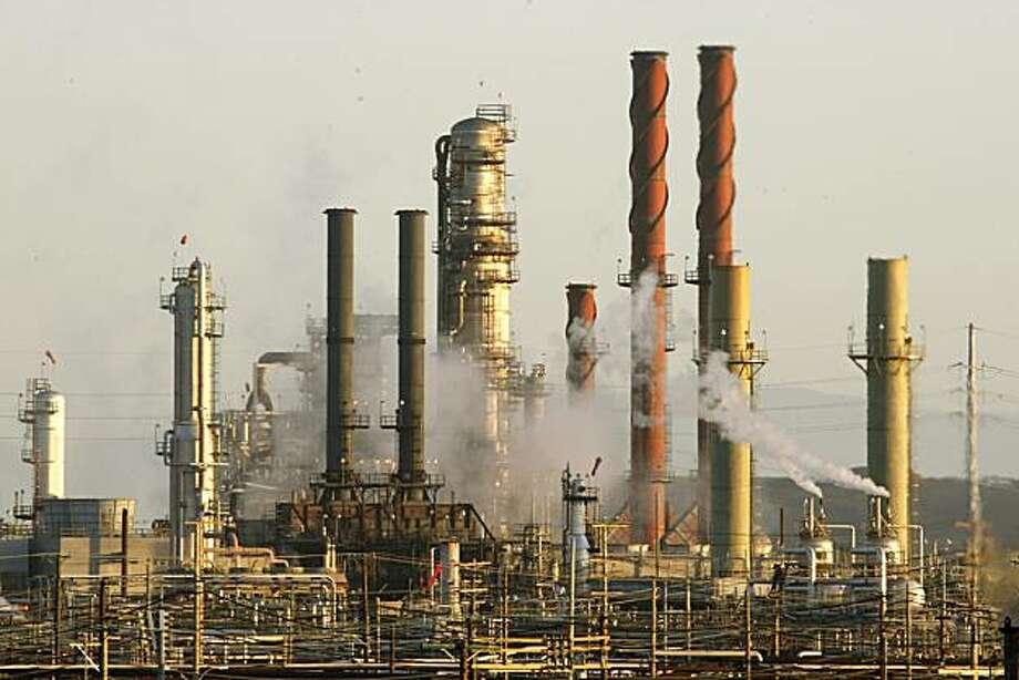 The Chevron refinery in Richmond, Calif., on Friday, September 18, 2009, in Richmond, Calif. Photo: Liz Hafalia, The Chronicle