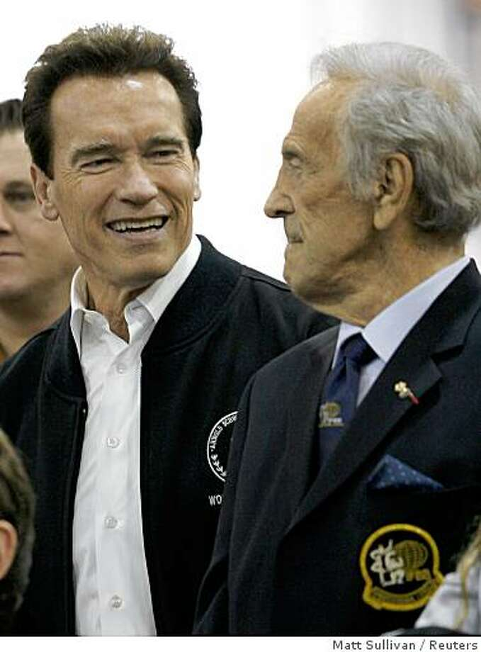 California Governor Arnold Schwarzenegger (L) talks to former International Federation of Body Builders President Ben Weider while touring the Arnold Sports Festival in Columbus March 1, 2008.    REUTERS/Matt Sullivan    (UNITED STATES) Photo: Matt Sullivan, Reuters