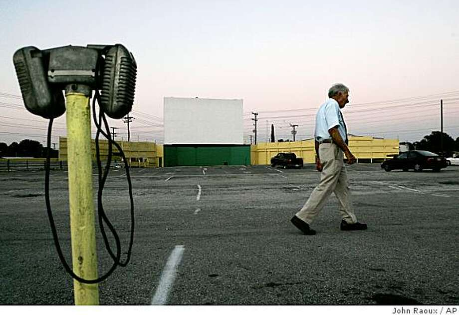 **ADVANCE FOR WEEKEND, OCT. 11-12** Silver Moon Drive-In Theatre owner Harold T. Spears, Jr. walks though the parking lot as a few cars find spots to watch a movie in Lakeland, Fla., Wednesday, Oct. 1, 2008.(AP Photo/John Raoux) Photo: John Raoux, AP