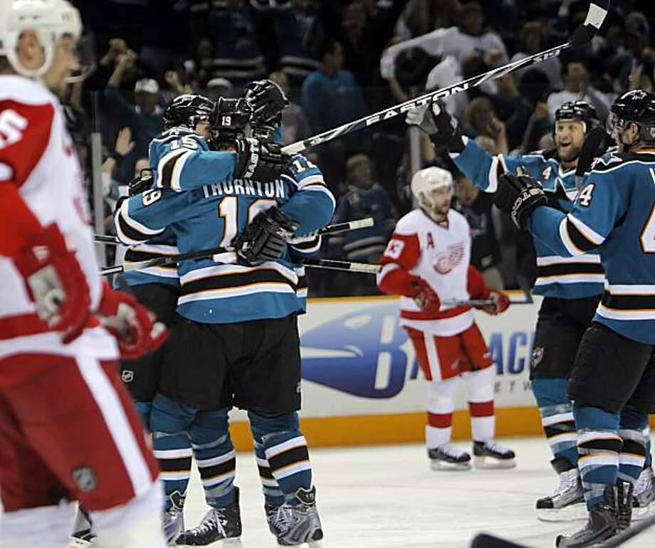 Patrick Marleau celebrates his game-winning goal with teammates in the third period of Game 5 of the Western Conference semifinals in San Jose on Saturday. Photo: Carlos Avila Gonzalez, The Chronicle