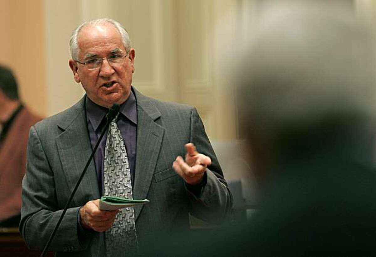 State Sen. Tom Harman, R-Costa Mesa, left, questions Sen. Mike Machado, D-Linden, right, about his prison reform bill before the Senate at the Capitol in Sacramento, Calif., Wednesday, Aug. 30, 2006. (AP Photo/Rich Pedroncelli)