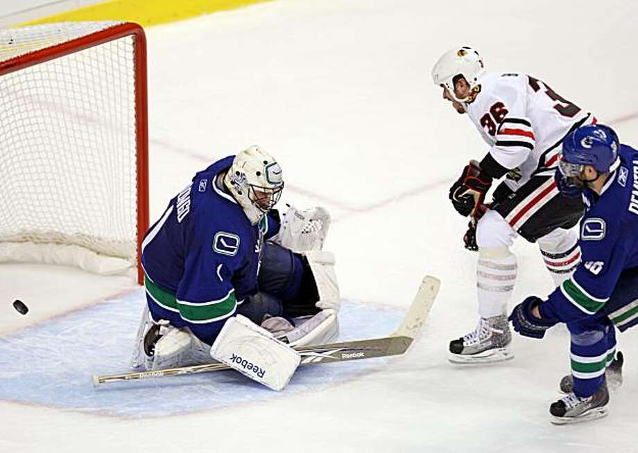 Chicago Blackhawks' Dave Bolland against Vancouver Canucks goaltender Roberto Luongo as Canucks' Pavol Demitra looks on during the first period of Game 6 in an NHL hockey Western Conference playoff series in Vancouver, British Columbia, Tuesday, May 11, 2010. Photo: Jonathan Hayward, AP
