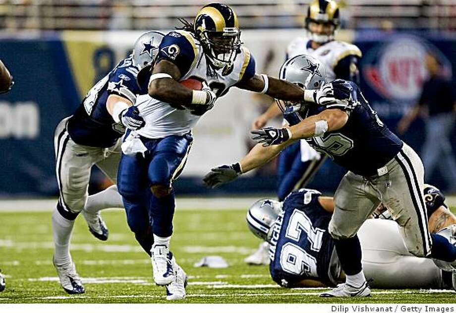 ST. LOUIS, MO - OCTOBER 19: Steven Jackson #39 of the St. Louis Rams rushes against the Dallas Cowboys at the Edward Jones Dome on October 19, 2008 in St. Louis, Missouri.  (Photo by Dilip Vishwanat/Getty Images) Photo: Dilip Vishwanat, Getty Images