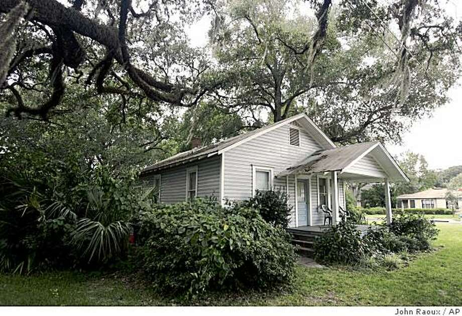 **ADVANCE FOR SUNDAY, OCT. 12** The Kerouac House is seen in Orlando, Fla., Tuesday, Oct. 7, 2008. This house was once the home to beat generation author Jack Kerouac.(AP Photo/John Raoux) Photo: John Raoux, AP