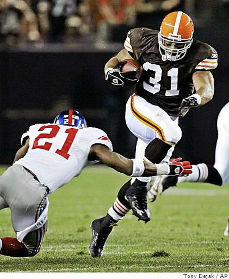 Cleveland Browns running back Jamal Lewis (31) runs past New York Giants safety Kenny Phillips (21) for a first down late in the first quarter of an NFL football game Monday, Oct. 13, 2008, in Cleveland. (AP Photo/Tony Dejak) Photo: Tony Dejak, AP