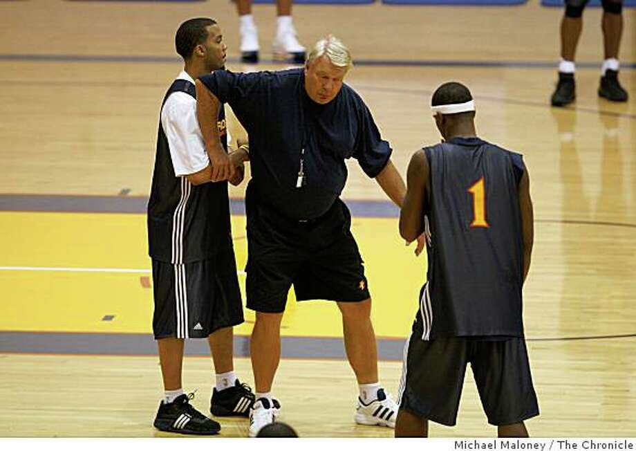 Golden State Warriors head coach Don Nelson, center works with Marcus Williams, left, and Stephen Jackson, right, during practice at their training facility in Oakland, Calif., on October 2, 2008. Photo: Michael Maloney, The Chronicle