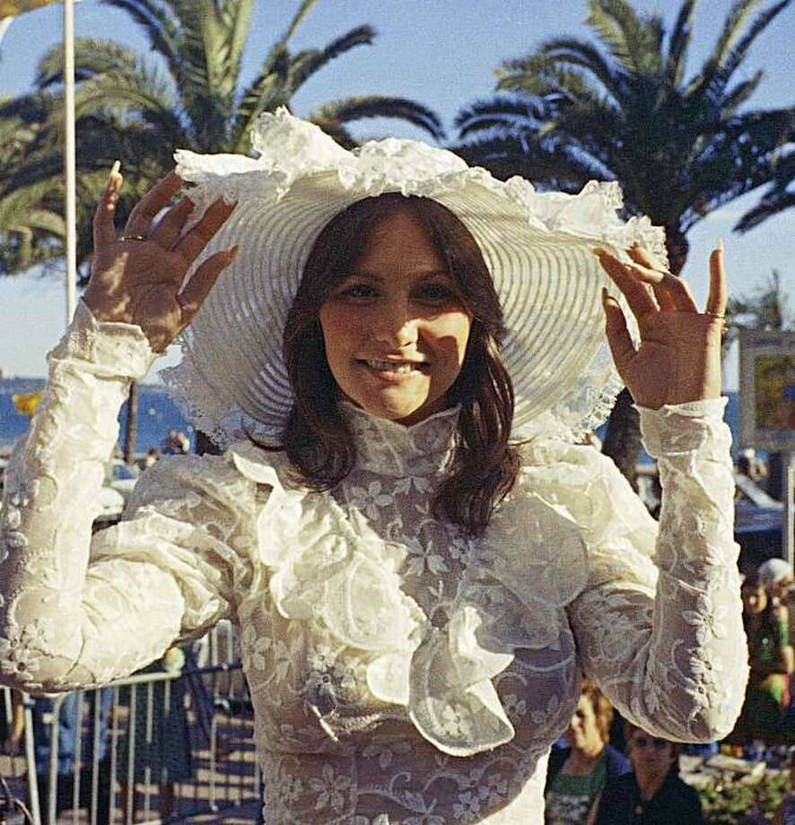 """FILE - Porn star Linda Lovelace, who starred in """"Deep Throat"""", arrives at the Academy Award in Los Angeles, Ca, in this April 3, 1974 file photo. One of the producers of an independent movie about 1970s porn star Linda Lovelace, Wali Razaqi, says LindsayLohan has landed the leading role. Photo: AP"""