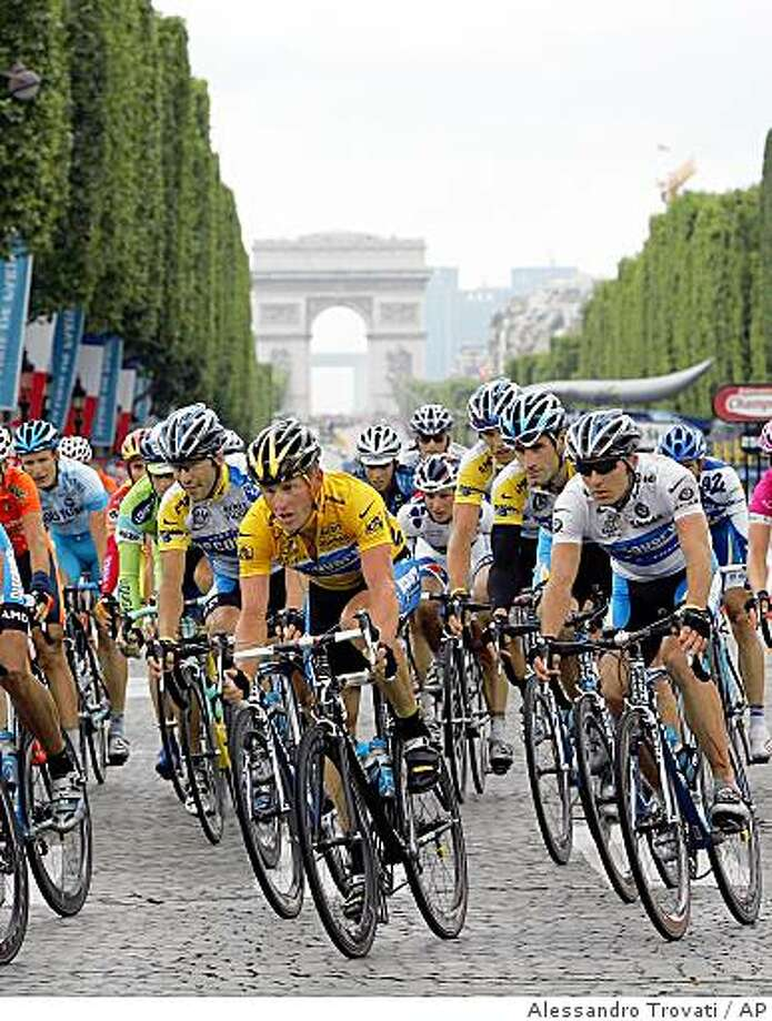 Lance Armstrong of Austin, Texas , center, cycles with the pack on the Champs Elysees on his way to winning his 7th straight Tour de France cycling race in Paris, Sunday, July 24, 2005 Photo: Alessandro Trovati, AP