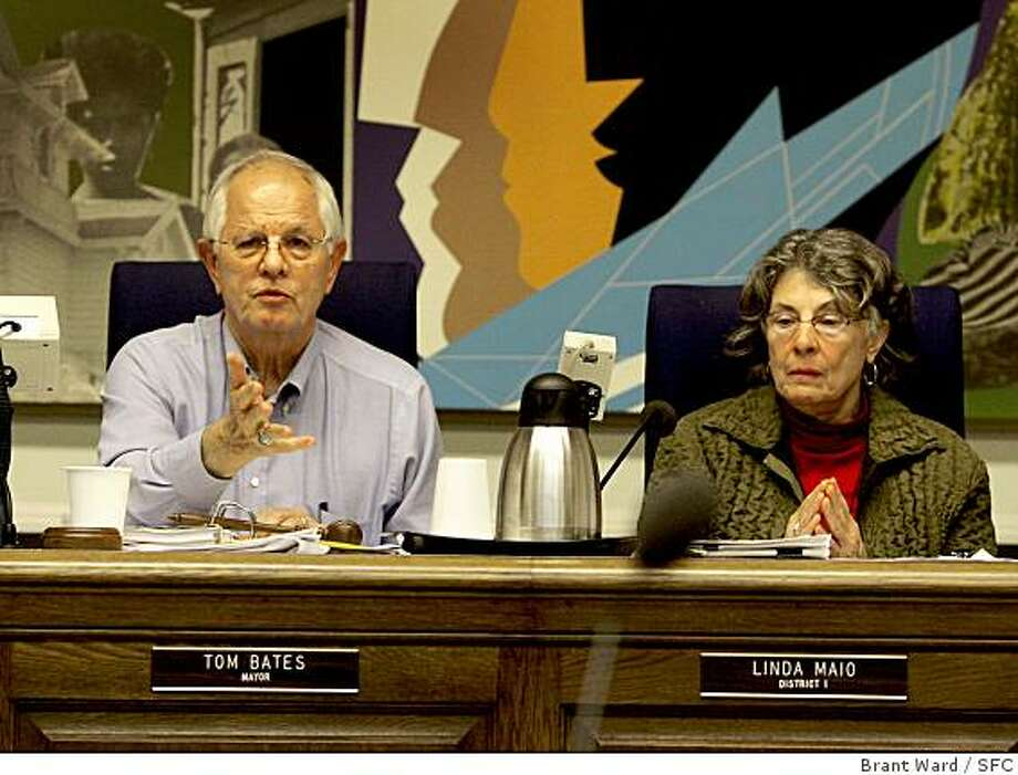 Berkeley Mayor Tom Bates and Councilwoman Linda Maio both supported the early anti-Marine recruiting wording, but agreed on a compromise. Way after midnight, the Berkeley City Council decided on new language which acknowledged the right of the Marines to have a recruiting station.(Photo by Brant Ward/San Francisco Chronicle) Photo: Brant Ward, SFC