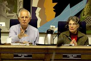 Berkeley Mayor Tom Bates and Councilwoman Linda Maio both supported the early anti-Marine recruiting wording, but agreed on a compromise. Way after midnight, the Berkeley City Council decided on new language which acknowledged the right of the Marines to have a recruiting station.(Photo by Brant Ward/San Francisco Chronicle)