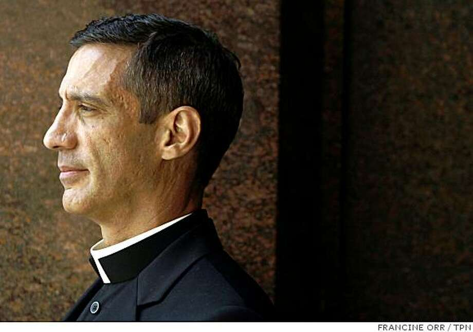 Father Geoffrey Farrow came out as gay just before giving his sermon against Proposition 8. Illustrates GAYPRIEST (category a) by Duke Helfand and Catherine Saillant (c) 2008, Los Angeles Times. Moved Monday, Oct. 13, 2008. (MUST CREDIT: Los Angeles Times photo by Francine Orr.) Photo: FRANCINE ORR, TPN