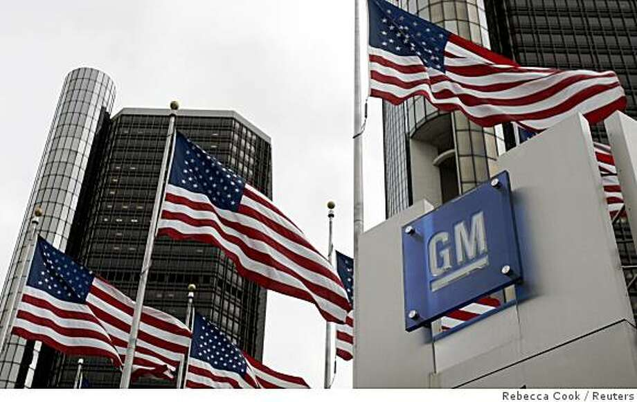 American flags flutter in the wind in front of the General Motors Corp. headquarters in downtown Detroit, Michigan in this November 7, 2007 file photo.  General Motors is in preliminary talks about a possible merger with fellow U.S. automaker Chrysler, The New York Times reported late on October 10, 2008. The talks between GM and Cerberus Capital Management, the private equity firm that owns Chrysler, began more than a month ago and are not certain to produce a deal, the paper said.  REUTERS/Rebecca Cook/Files  (UNITED STATES) Photo: Rebecca Cook, Reuters