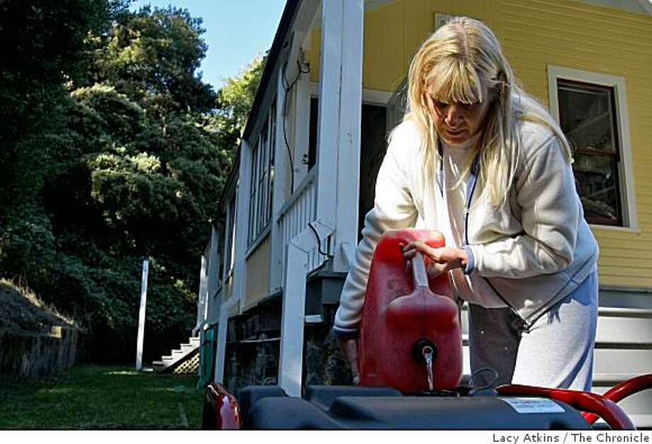 Resident Kim Schafer fills her generator with gasoline, on Angel Island, Tuesday Oct. 14, 2008,  in Tiburon, Calif. The island has been out of electricity since the fire Sunday night. Photo: Lacy Atkins, The Chronicle
