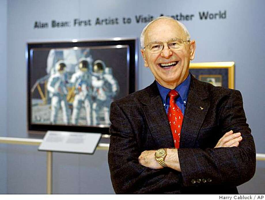 """**APN ADVANCE FOR SUNDAY OCT. 12** Artist Alan Bean, the fourth man to walk on the moon, is shown during a preview of his work at the Lyndon Baines Johnson Library and Museum Wednesday, Oct. 1, 2008, in Austin, Texas. """"They're not like Earth paintings,"""" Bean said. """"They're paintings from another world."""" The work of the 76-year-old former Apollo astronaut is on display until next spring at the LBJ as part of its exhibit celebrating the American space program of the 1960s.  (AP Photo/Harry Cabluck) Photo: Harry Cabluck, AP"""
