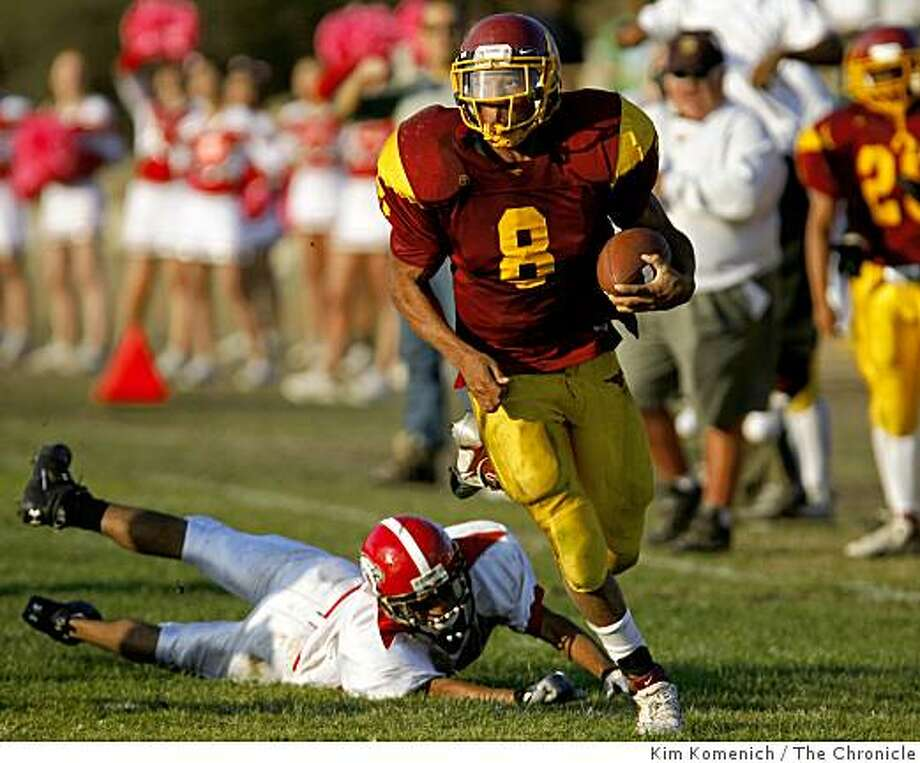 Lincoln running back Deshon Marman eludes a Washington defender as Washington High plays at Lincoln High School in San Francisco, Calif., on Friday, Oct. 17, 2008. Lincoln went on to win, 35-21. Photo: Kim Komenich, The Chronicle
